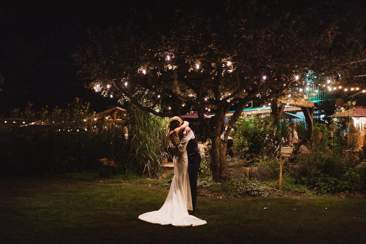 vineyard-bride-honsberger-estate-winery-niagara-wedding-kat-rizza-photography-vineyard-barn-037.jpg