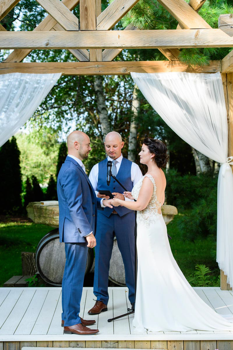 spirits-intrigued-photography-vineyard-bride-swish-list-honsberger-estates-winery-wedding-17.jpg