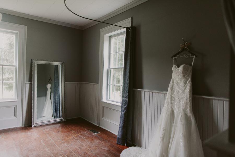 brandon-scott-photography-vineyard-bride-swish-list-balls-falls-vineland-engagement-13.jpg