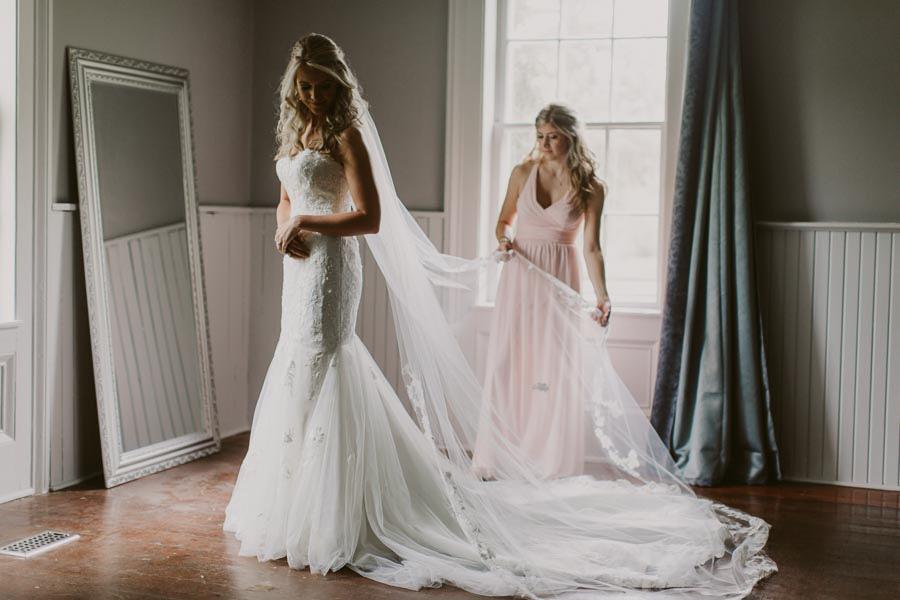 brandon-scott-photography-vineyard-bride-swish-list-balls-falls-vineland-engagement-14.jpg