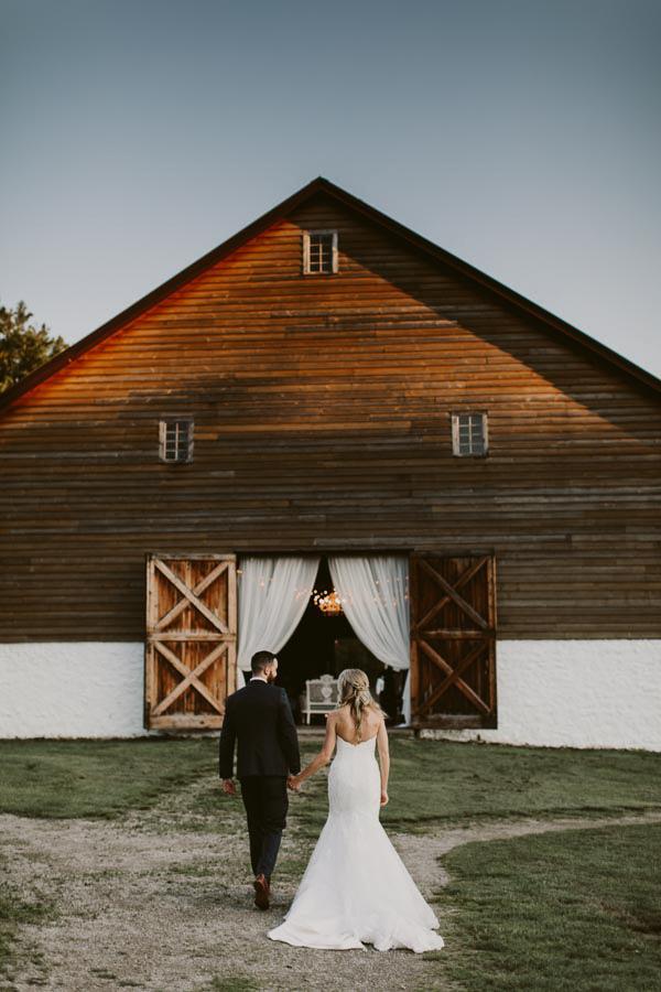brandon-scott-photography-vineyard-bride-swish-list-balls-falls-vineland-engagement-70.jpg
