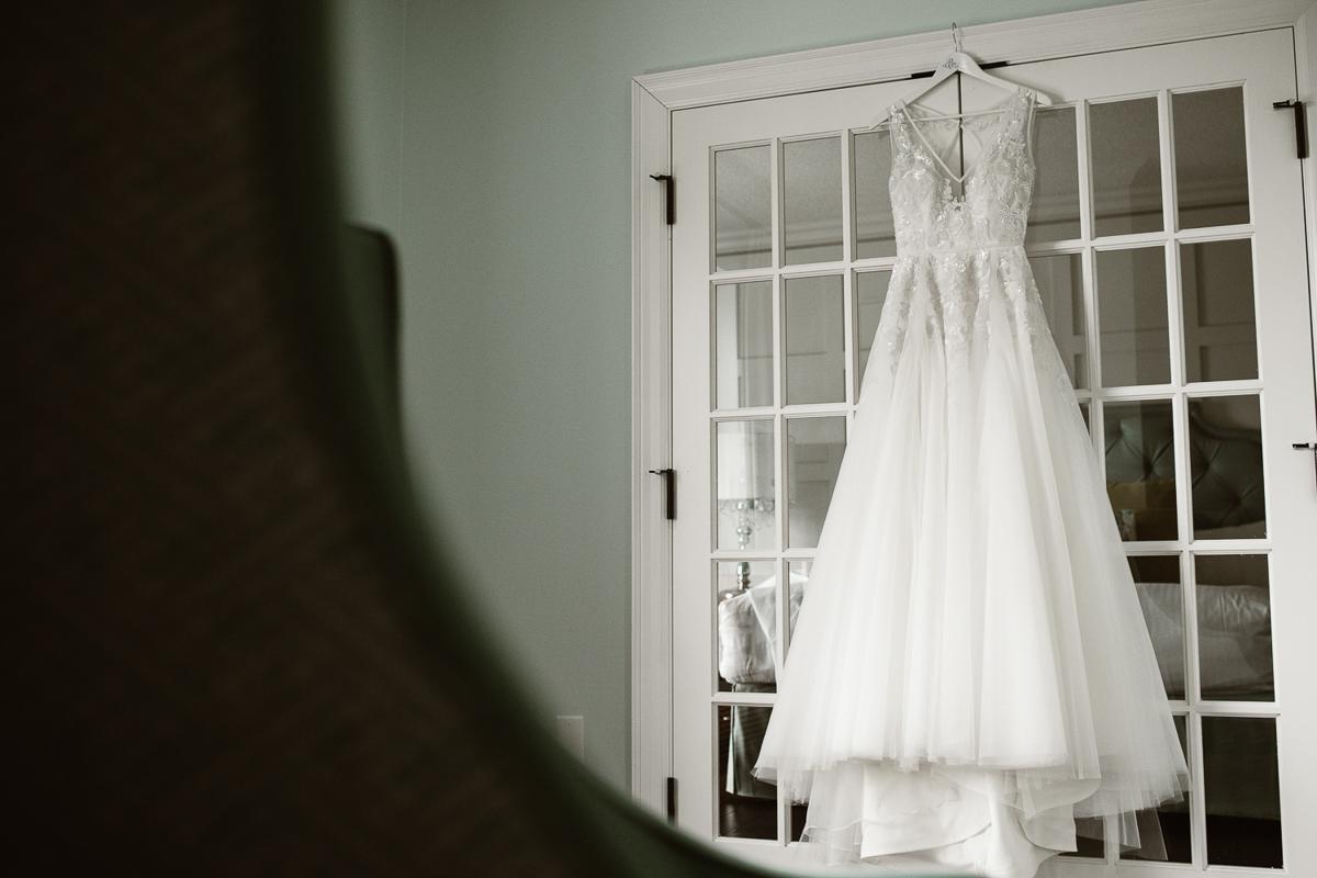 reed-photography-vineyard-bride-swish-list-queens-landing-niagara-on-the-lake-wedding-4.jpg
