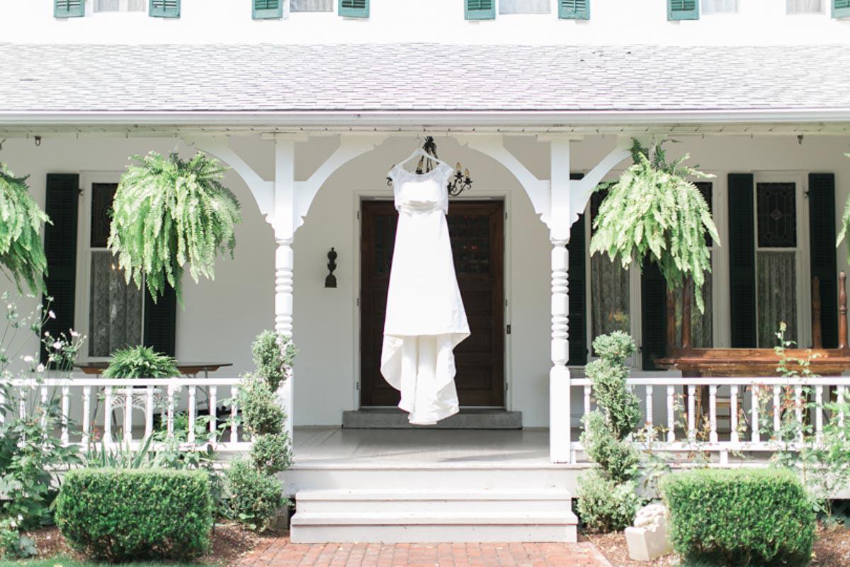 brittany-williams-photography-vineyard-bride-swish-list-the-grand-victorian-niagara-on-the-lake-wedding-2.jpg