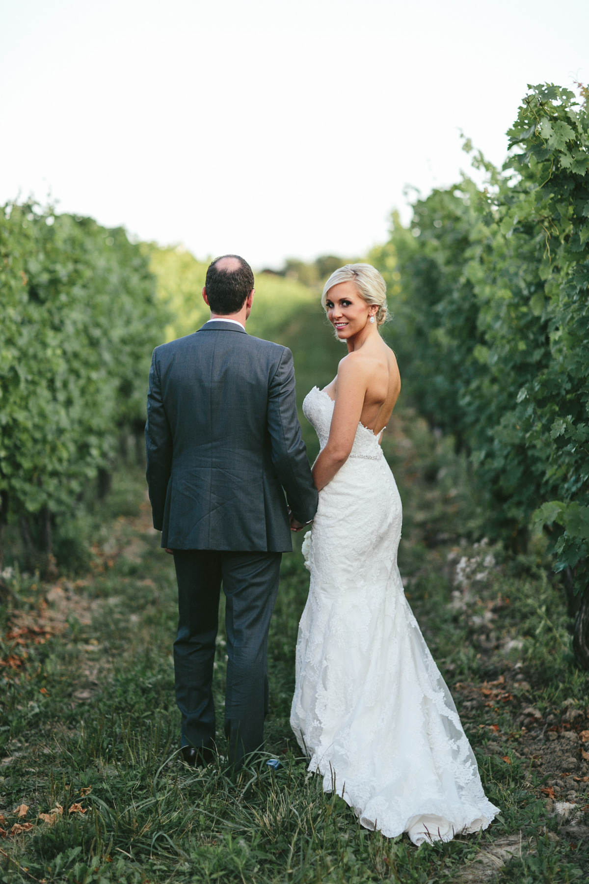 brandon-scott-photography-vineyard-bride-swish-list-stratus-vineyard-niagara-on-the-lake-wedding-40.jpg