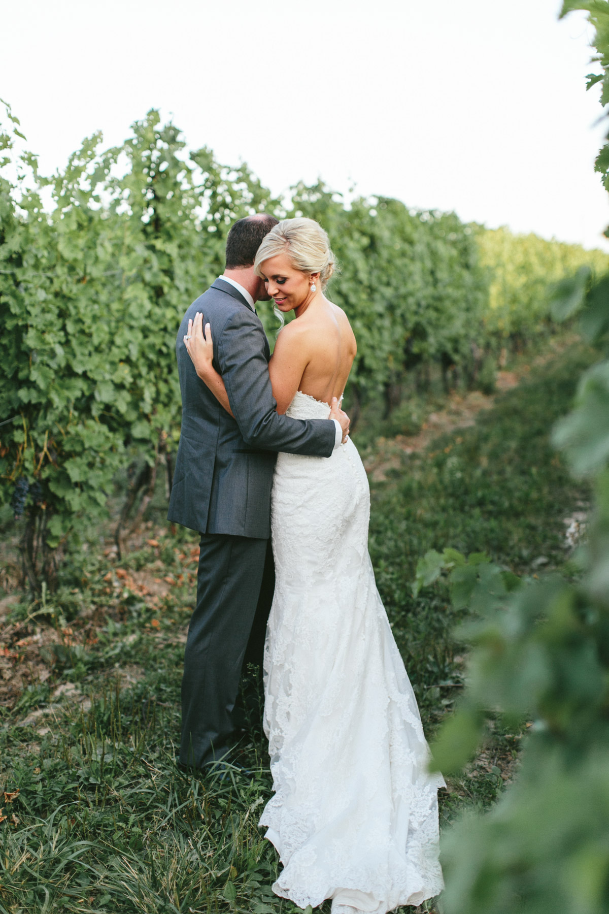 brandon-scott-photography-vineyard-bride-swish-list-stratus-vineyard-niagara-on-the-lake-wedding-41.jpg