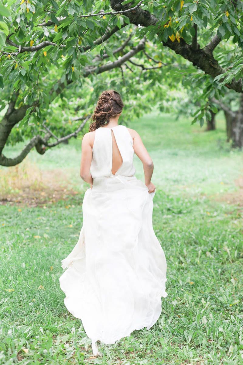 jennifer-xu-photography-vineyard-bride-swish-list-kurtz-orchards-niagara-on-the-lake-editorial-1.jpg