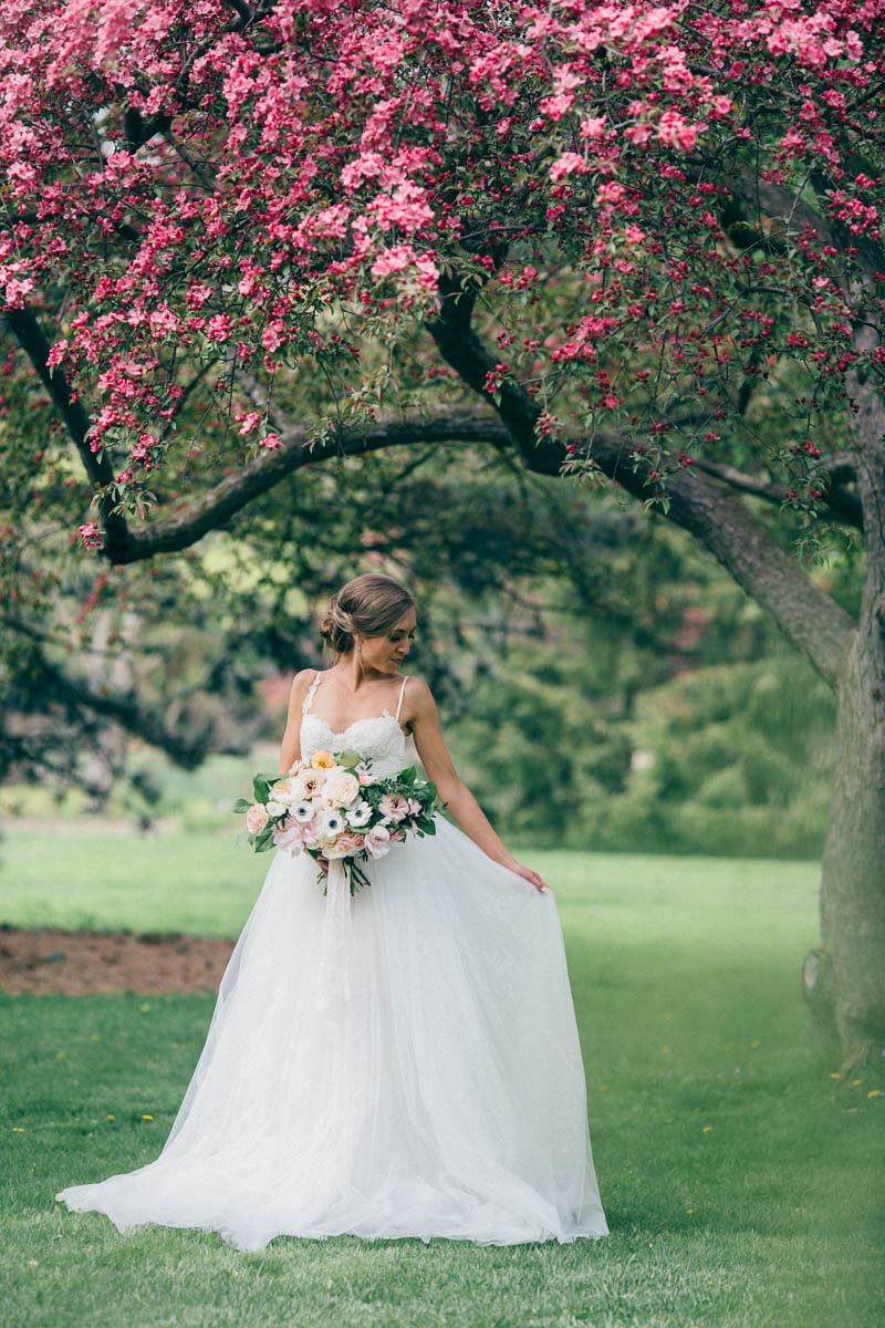 jessica-little-photography-vineyard-bride-swish-list-botanical-gardens-niagara-falls-editorial-23.jpg