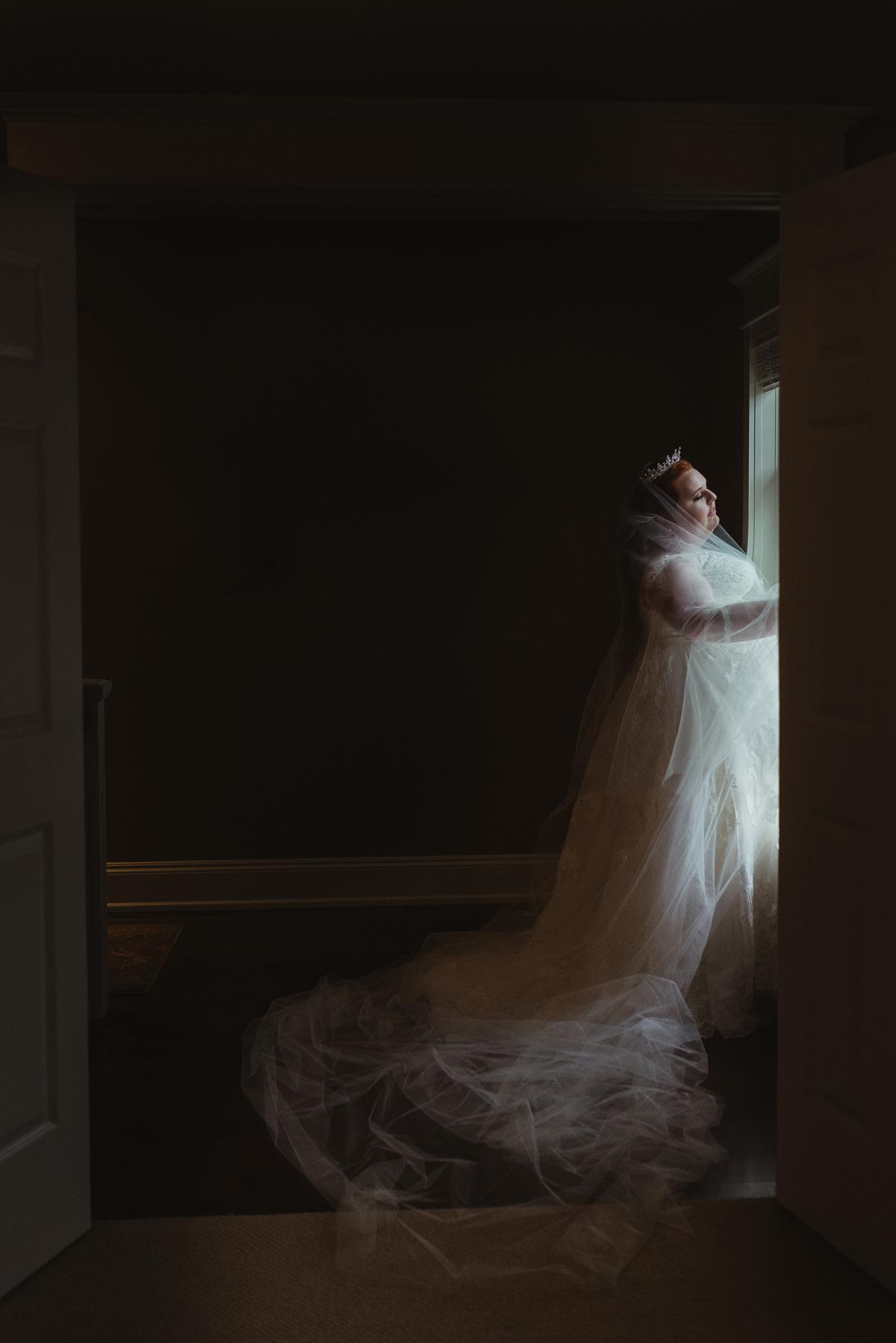 darling-mine-photography-vineyard-bride-swish-list-old-courthouse-niagara-on-the-lake-wedding-10.jpg