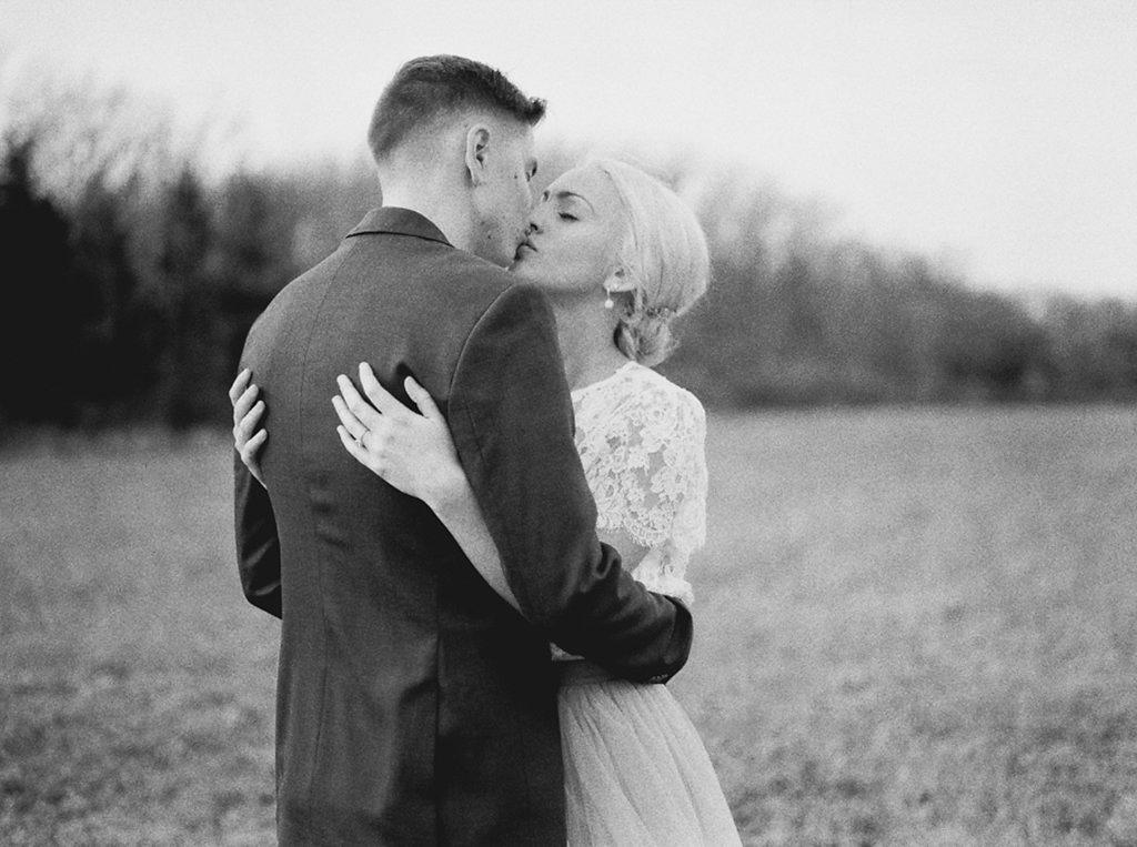 kayla-yestal-photography-vineyard-bride-swish-list-beamer-falls-manor-grimsby-engagement-4.jpg