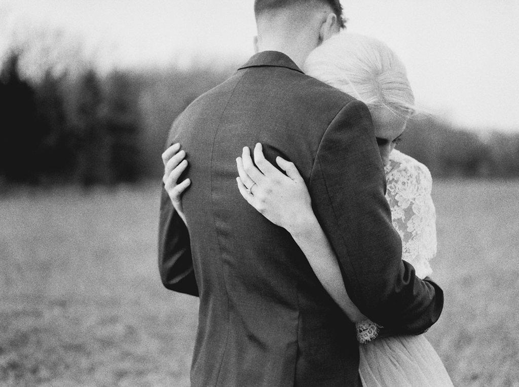 kayla-yestal-photography-vineyard-bride-swish-list-beamer-falls-manor-grimsby-engagement-3.jpg