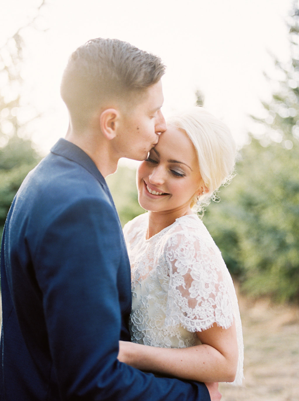 kayla-yestal-photography-vineyard-bride-swish-list-beamer-falls-manor-grimsby-engagement-13.jpg