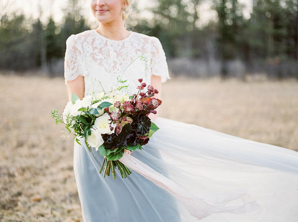 kayla-yestal-photography-vineyard-bride-swish-list-beamer-falls-manor-grimsby-engagement-20.jpg