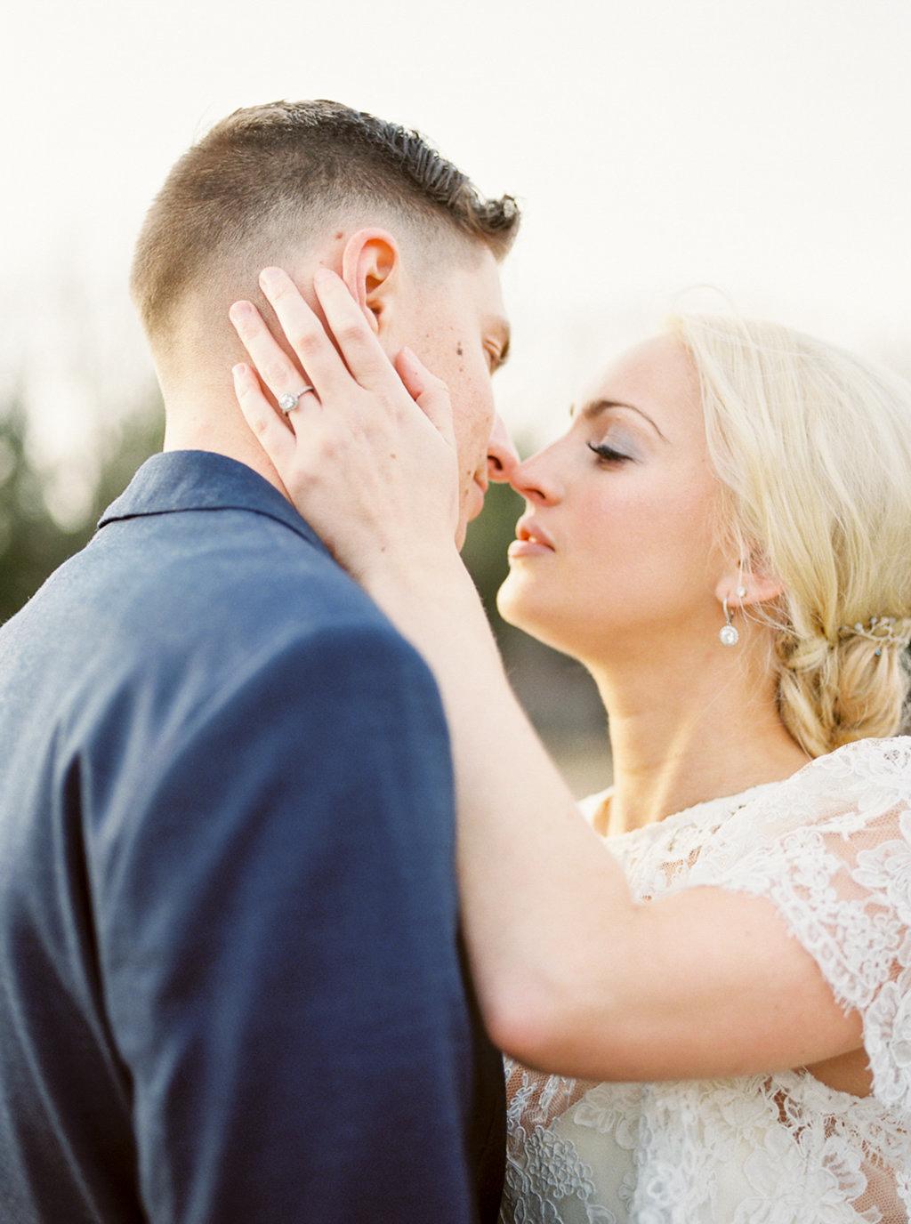 kayla-yestal-photography-vineyard-bride-swish-list-beamer-falls-manor-grimsby-engagement-19.jpg