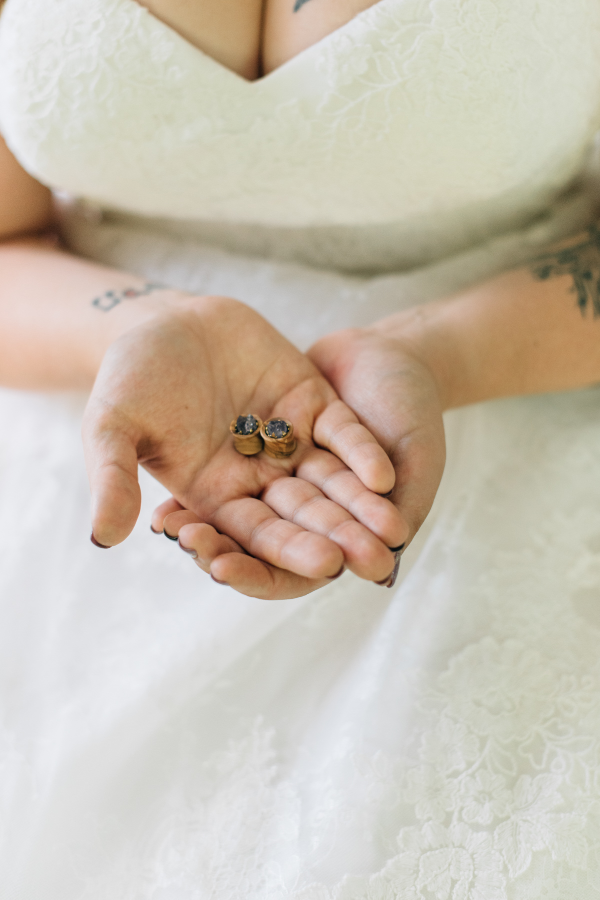 sara-wilde-photography-vineyard-bride-swish-list-beamer-falls-manor-grimsby-wedding-4.jpg