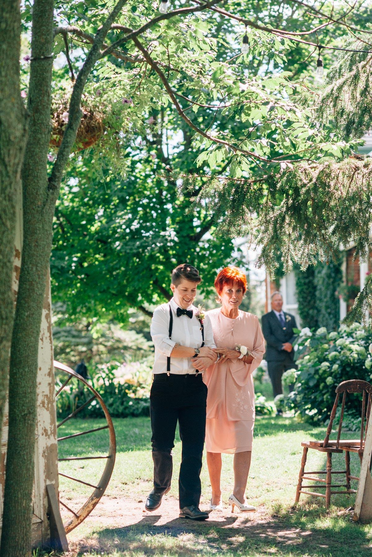 sara-wilde-photography-vineyard-bride-swish-list-beamer-falls-manor-grimsby-wedding-22.jpg