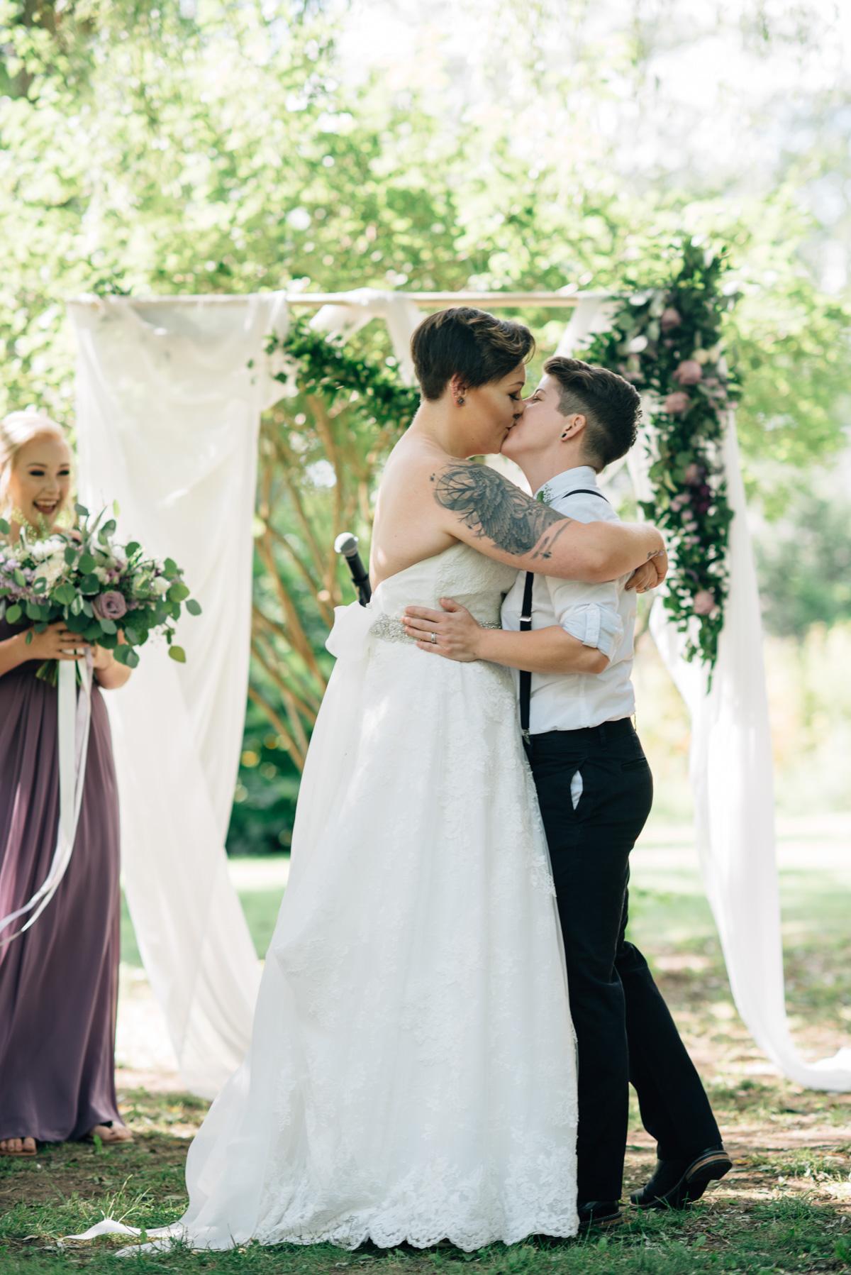 sara-wilde-photography-vineyard-bride-swish-list-beamer-falls-manor-grimsby-wedding-30.jpg