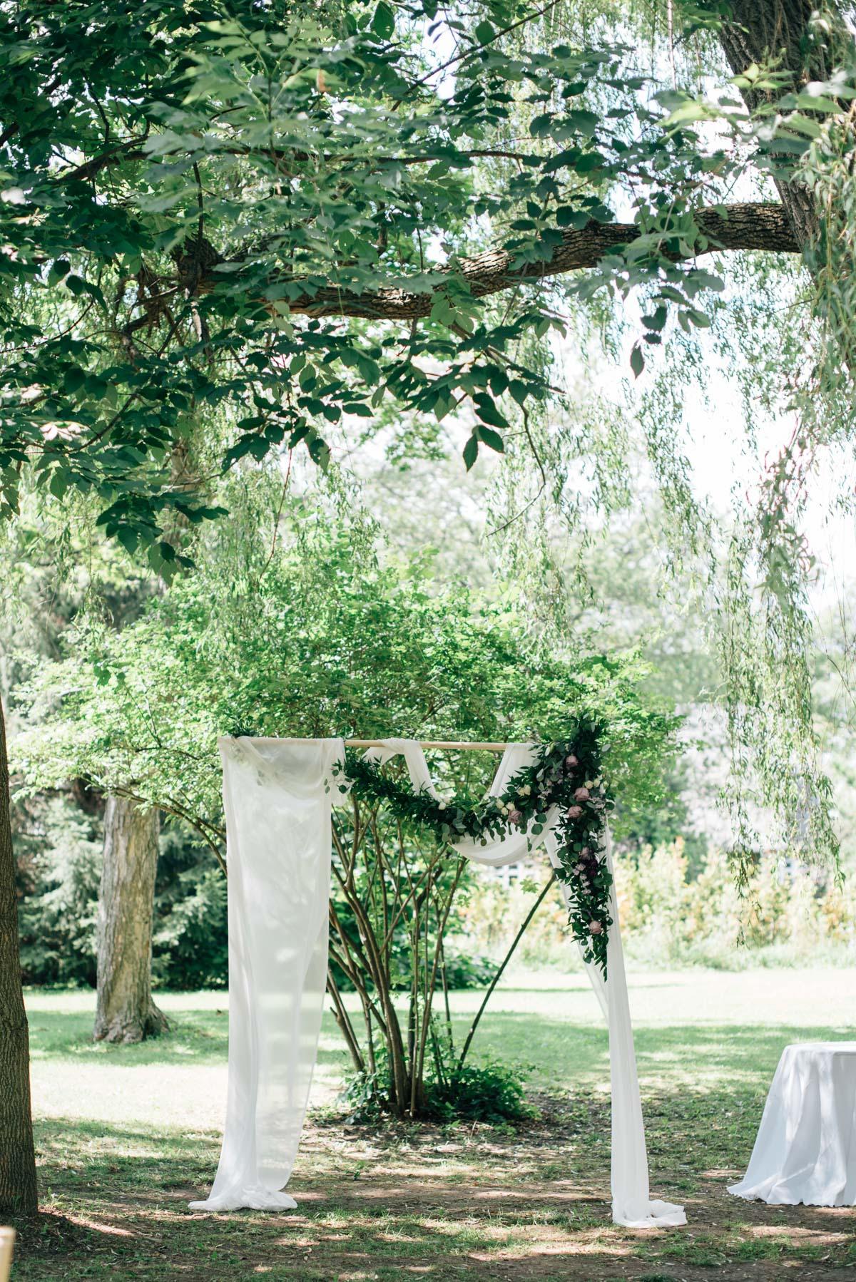 sara-wilde-photography-vineyard-bride-swish-list-beamer-falls-manor-grimsby-wedding-68.jpg