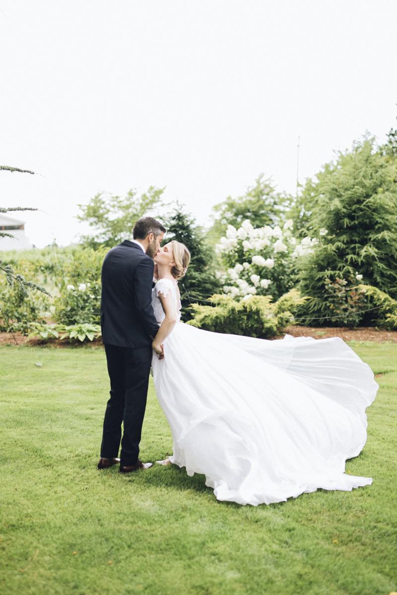vineyard-bride-morning-light-photography-swish-list-outdoor-summer-wedding-grand-victorian-niagara-toronto-vendor026.JPG