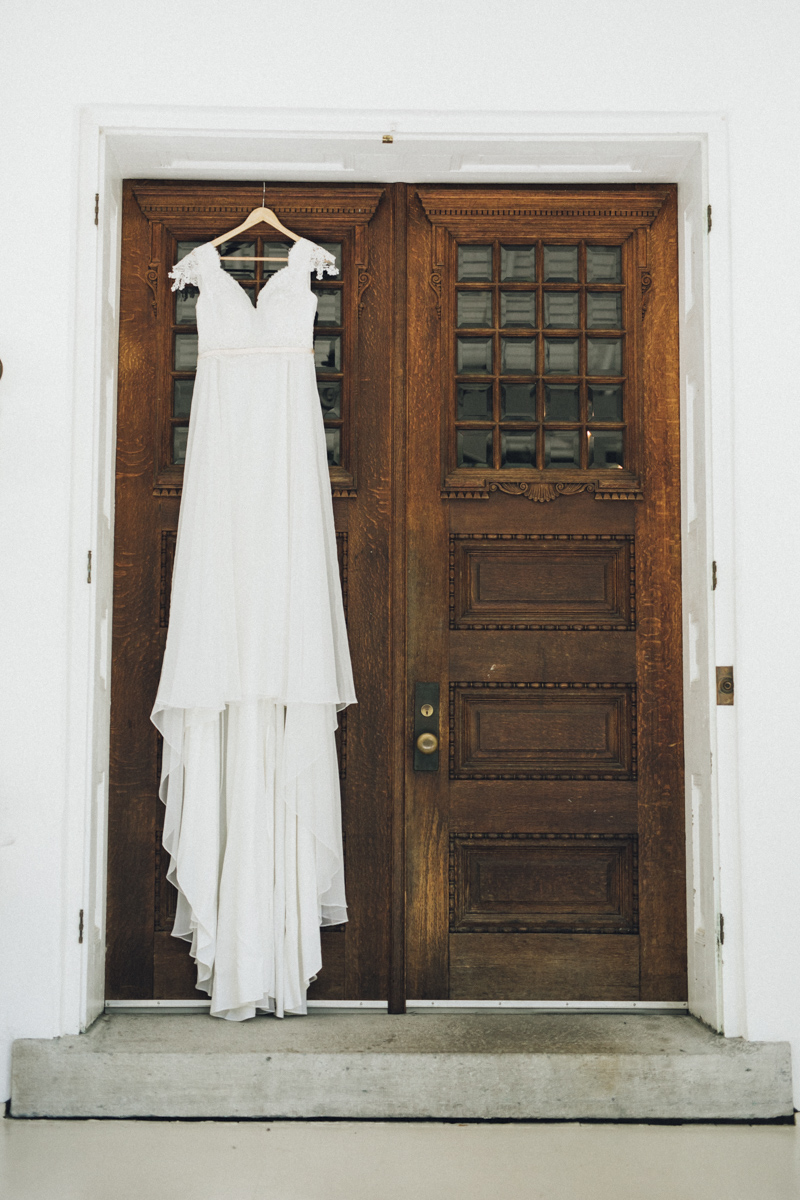 vineyard-bride-morning-light-photography-swish-list-outdoor-summer-wedding-grand-victorian-niagara-toronto-vendor006.JPG