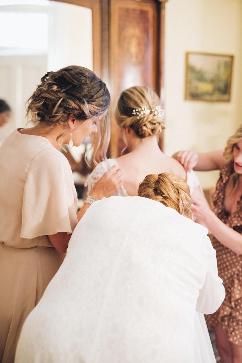 vineyard-bride-morning-light-photography-swish-list-outdoor-summer-wedding-grand-victorian-niagara-toronto-vendor012.JPG