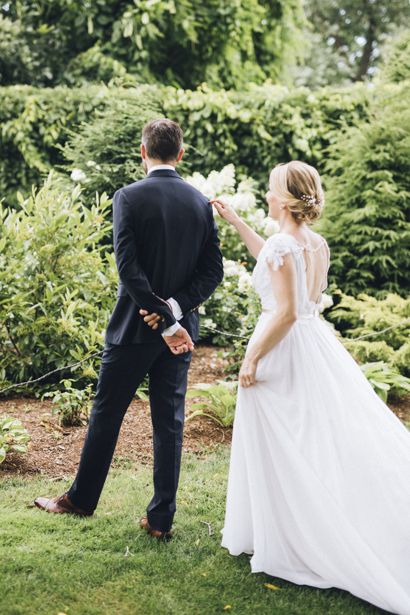 vineyard-bride-morning-light-photography-swish-list-outdoor-summer-wedding-grand-victorian-niagara-toronto-vendor024.JPG
