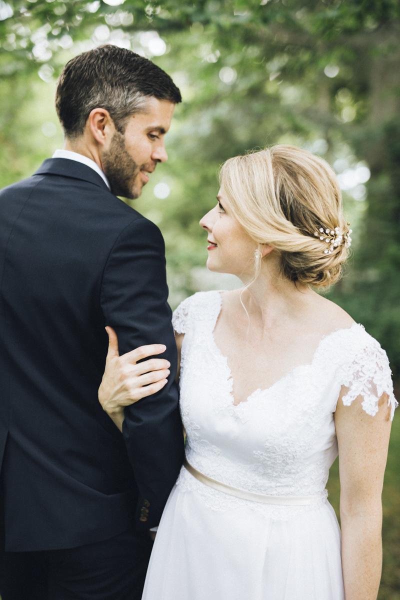 vineyard-bride-morning-light-photography-swish-list-outdoor-summer-wedding-grand-victorian-niagara-toronto-vendor033.JPG