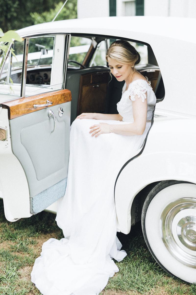vineyard-bride-morning-light-photography-swish-list-outdoor-summer-wedding-grand-victorian-niagara-toronto-vendor039.JPG