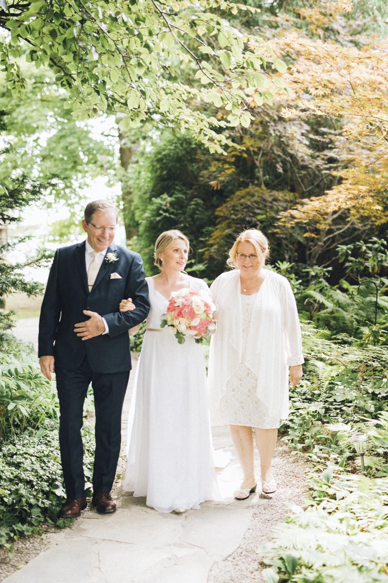 vineyard-bride-morning-light-photography-swish-list-outdoor-summer-wedding-grand-victorian-niagara-toronto-vendor049.JPG