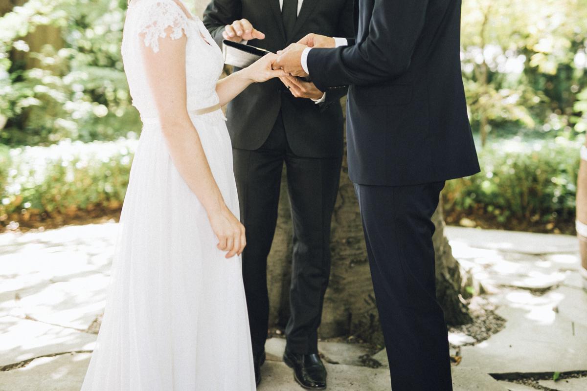 vineyard-bride-morning-light-photography-swish-list-outdoor-summer-wedding-grand-victorian-niagara-toronto-vendor050.JPG