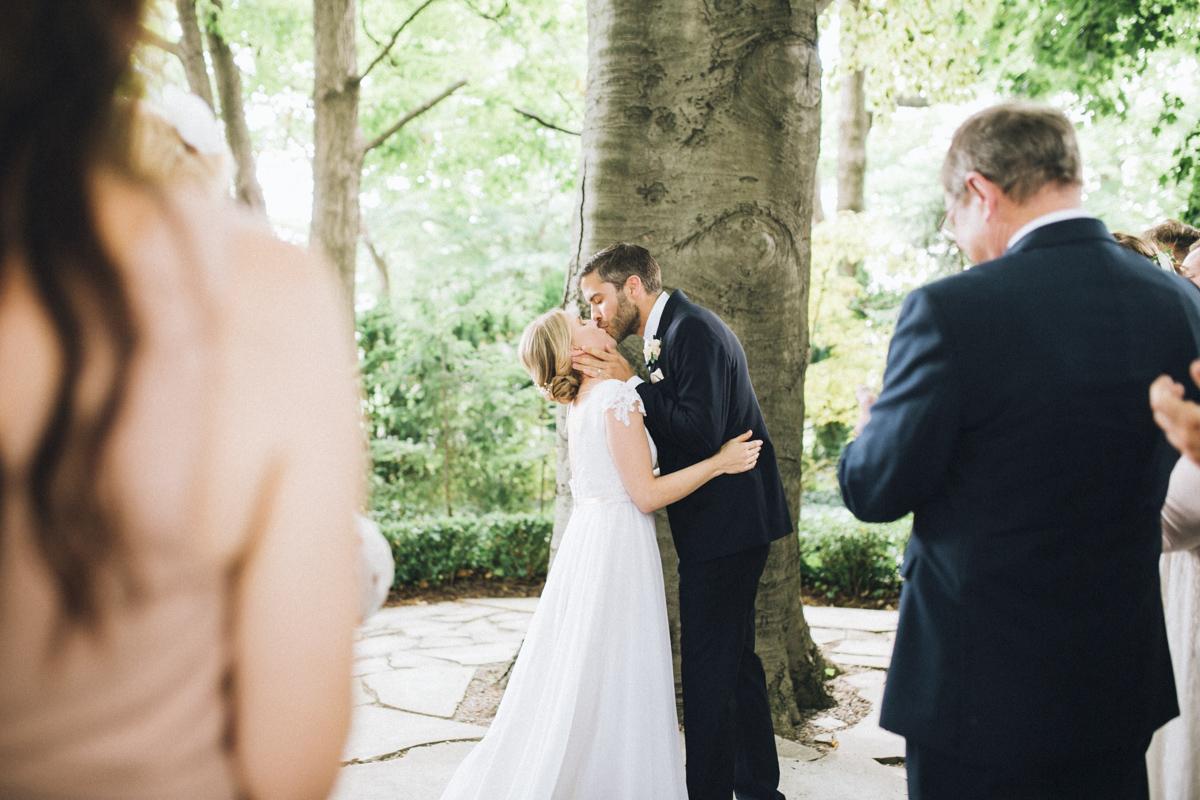 vineyard-bride-morning-light-photography-swish-list-outdoor-summer-wedding-grand-victorian-niagara-toronto-vendor052.JPG