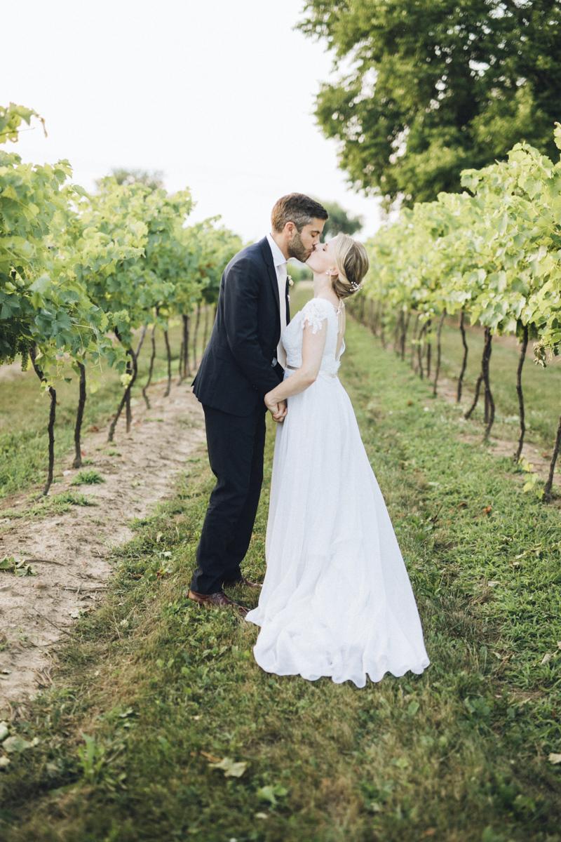 vineyard-bride-morning-light-photography-swish-list-outdoor-summer-wedding-grand-victorian-niagara-toronto-vendor070.JPG