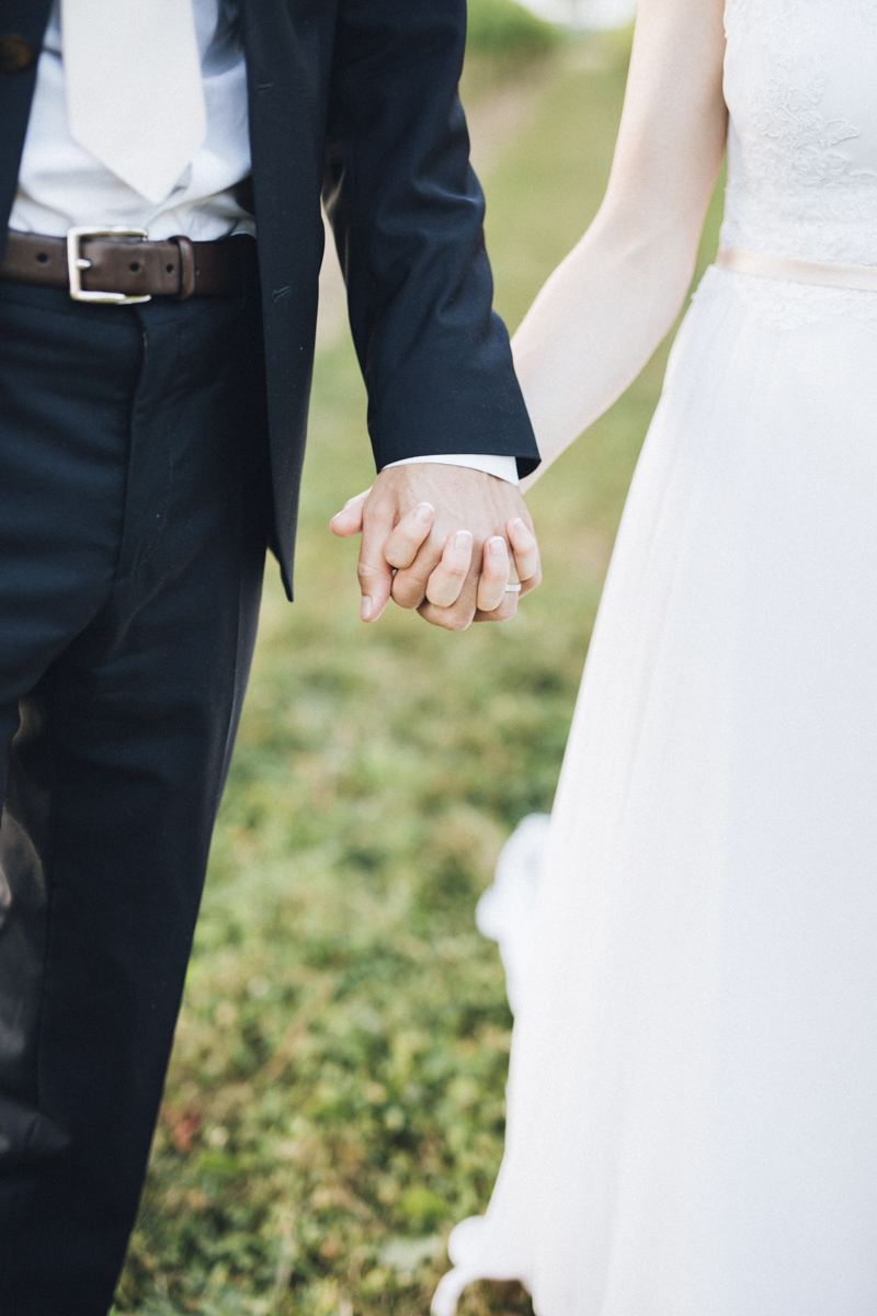 vineyard-bride-morning-light-photography-swish-list-outdoor-summer-wedding-grand-victorian-niagara-toronto-vendor072.JPG