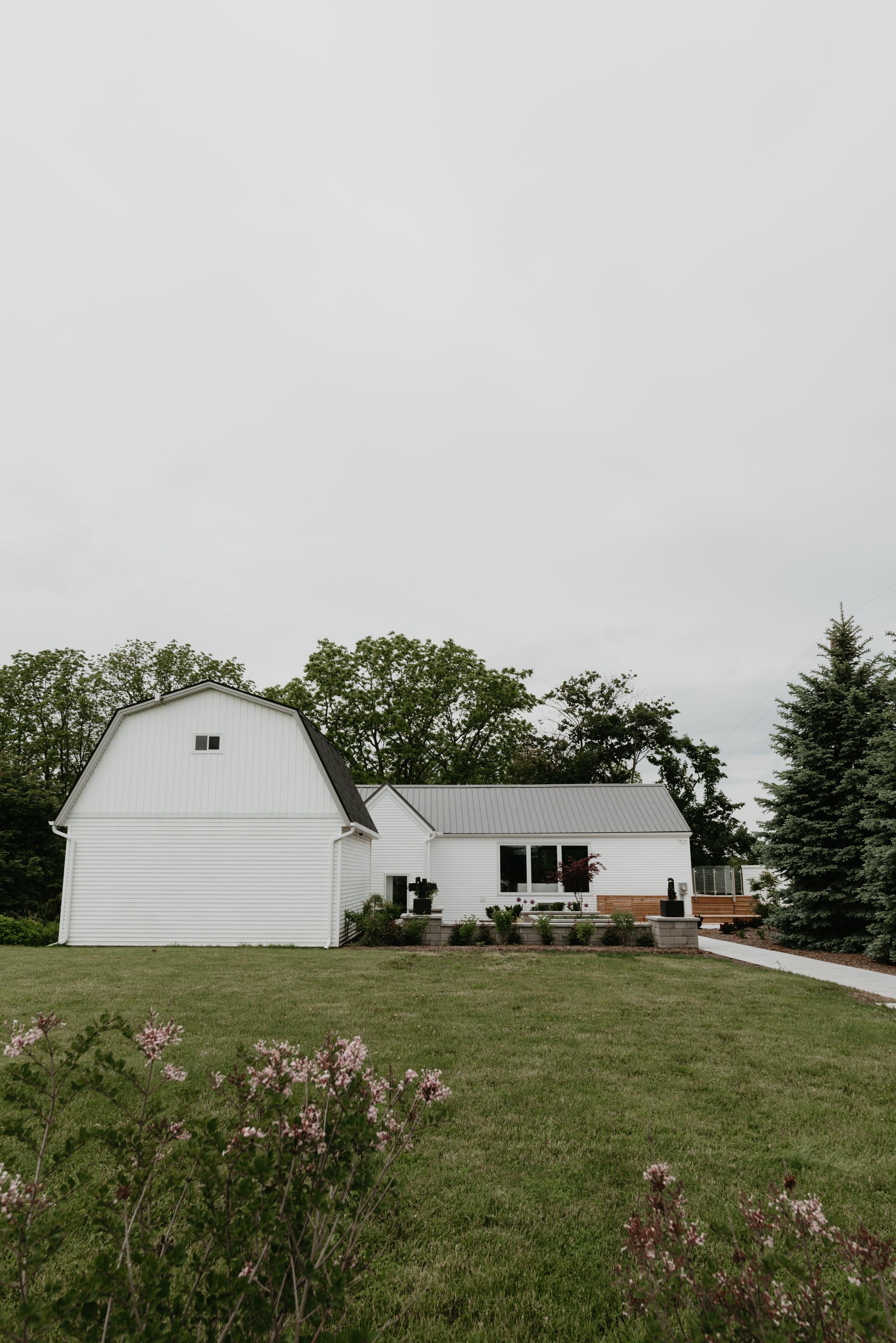 vineyard-bride-robin-sassi-outdoor-summer-wedding-redstone-winery-niagara-toronto-vendor-0001.JPG