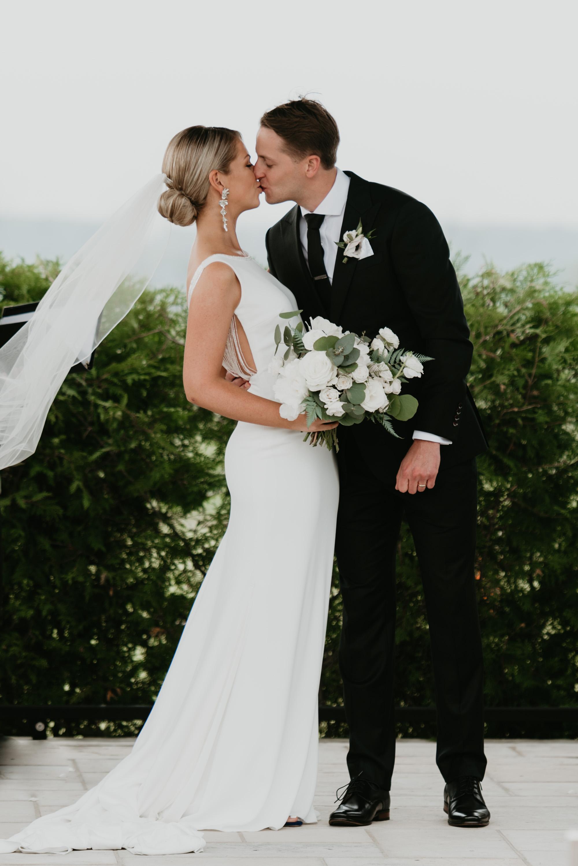 vineyard-bride-robin-sassi-outdoor-summer-wedding-redstone-winery-niagara-toronto-vendor-0049.JPG
