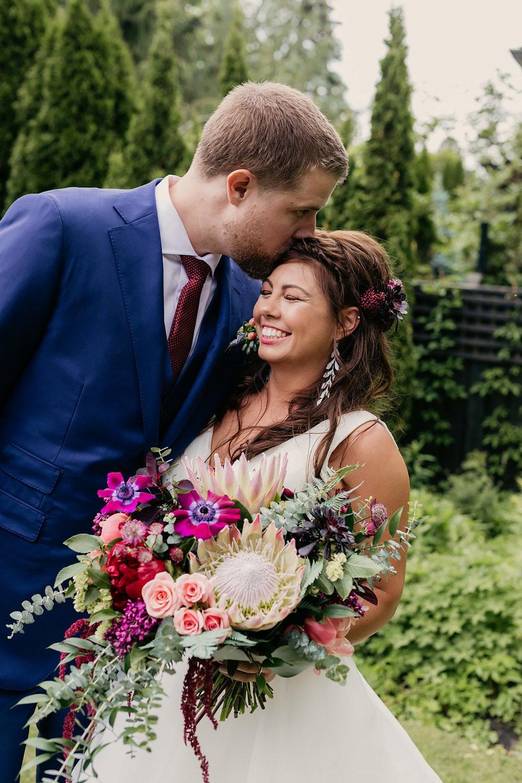 Kurtz-Orchards-Wedding-Niagara-wedding-Vineyard-Bride-Photography-by-Kayla-Rocca-006.jpg