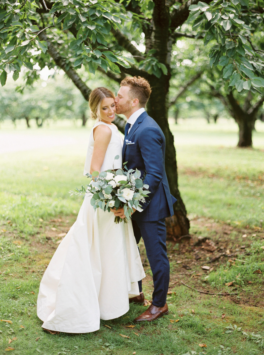 andrew-mark-photography-vineyard-bride-swish-list-kurtz-orchards-niagara-on-the-lake-wedding-33.jpg