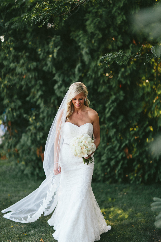 brandon-scott-photography-vineyard-bride-swish-list-stratus-vineyard-niagara-on-the-lake-wedding-18.jpg