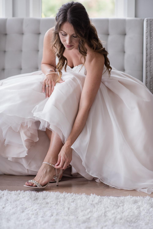 vineyard-bride-love-always-photography-ruthven-park-caygua-niagara-wedding-venue-toronto-southern-ontario011.jpg