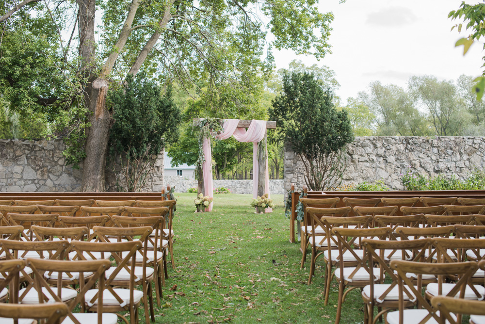 vineyard-bride-love-always-photography-ruthven-park-caygua-niagara-wedding-venue-toronto-southern-ontario018.jpg