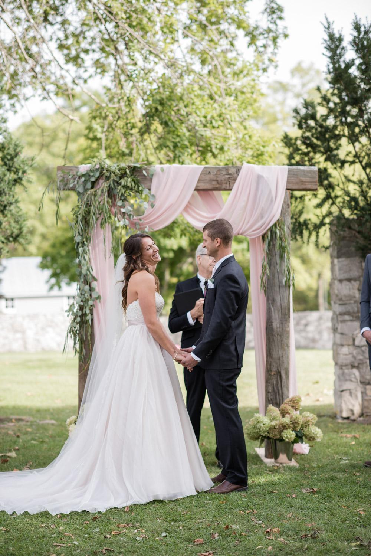 vineyard-bride-love-always-photography-ruthven-park-caygua-niagara-wedding-venue-toronto-southern-ontario029.jpg
