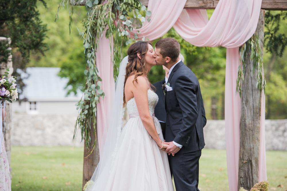 vineyard-bride-love-always-photography-ruthven-park-caygua-niagara-wedding-venue-toronto-southern-ontario032.jpg