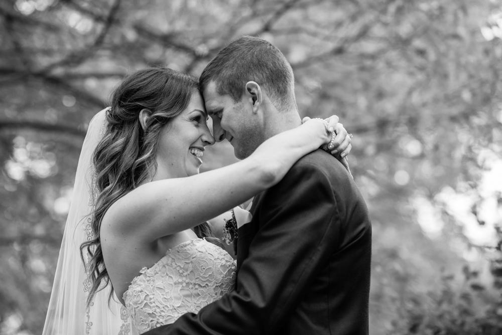 vineyard-bride-love-always-photography-ruthven-park-caygua-niagara-wedding-venue-toronto-southern-ontario037.jpg