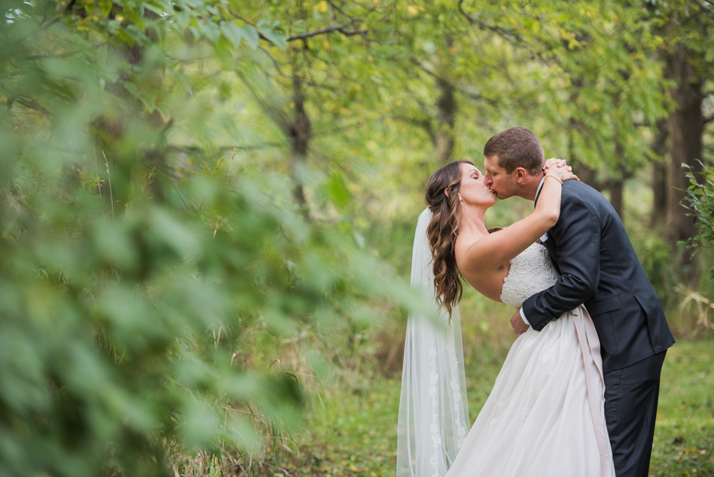 vineyard-bride-love-always-photography-ruthven-park-caygua-niagara-wedding-venue-toronto-southern-ontario039.jpg