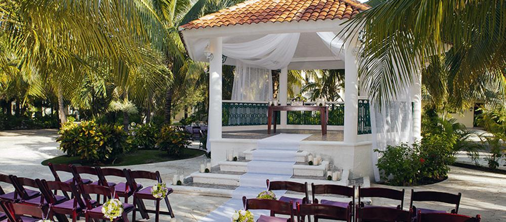 travel-agent-next-door-swish-list-vineyard-bride-niagara-wedding-destination-11.jpg
