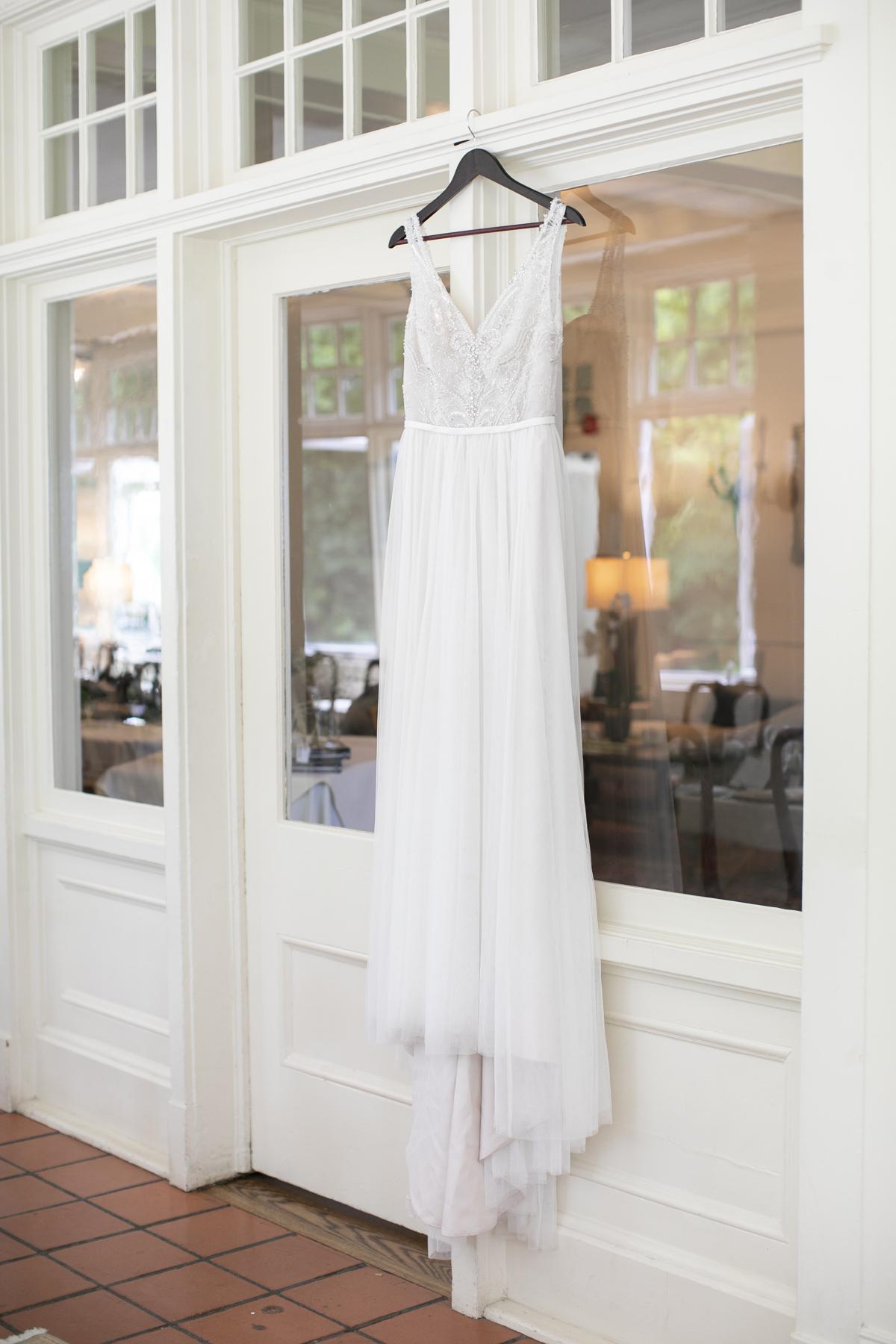 vineyard-bride-philosophy-studios-outdoor-summer-wedding-the-tamahaac-club-niagara-ancaster-toronto-vendor-0015.JPG