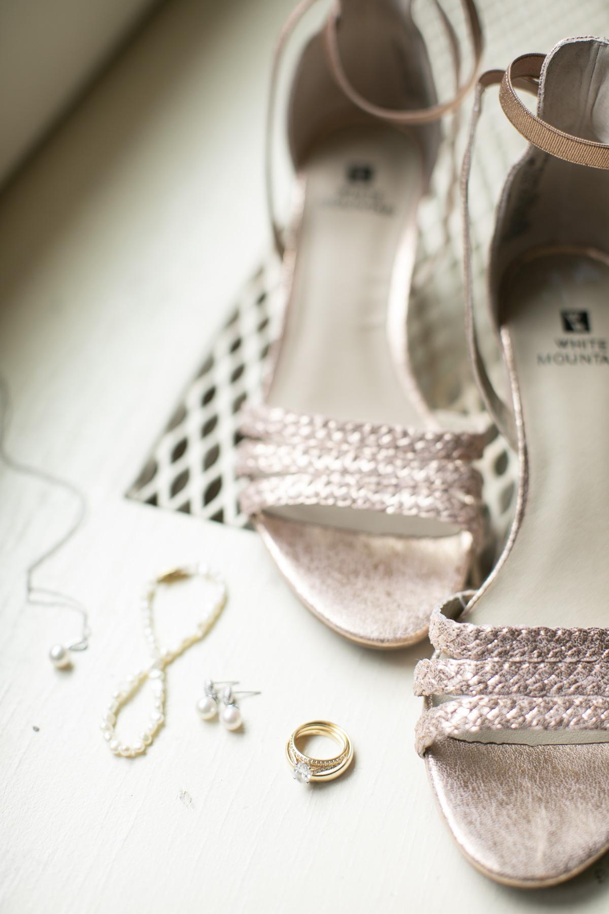 vineyard-bride-philosophy-studios-outdoor-summer-wedding-the-tamahaac-club-niagara-ancaster-toronto-vendor-0017.JPG