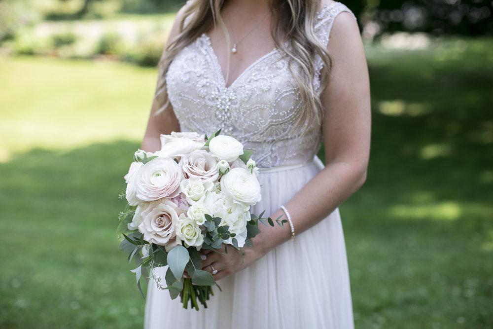 vineyard-bride-philosophy-studios-outdoor-summer-wedding-the-tamahaac-club-niagara-ancaster-toronto-vendor-0053.JPG