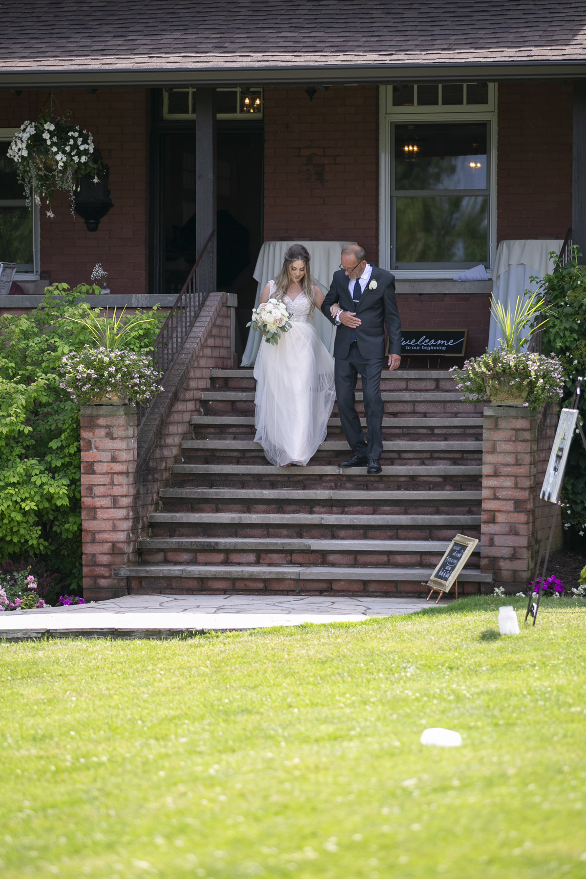 vineyard-bride-philosophy-studios-outdoor-summer-wedding-the-tamahaac-club-niagara-ancaster-toronto-vendor-0074.JPG