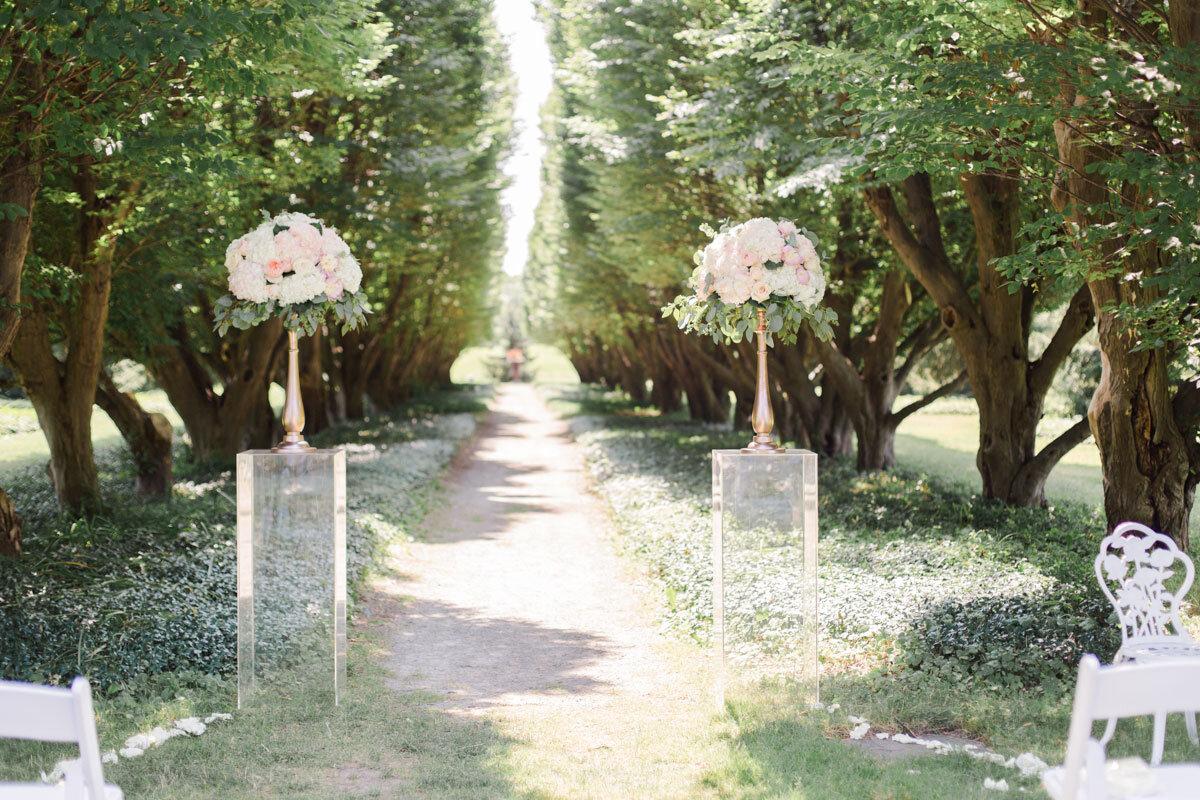 Chateau-des-Charmes-Wedding-Summer-Vineyard-Bride-Niagara-on-the-Lake-photos-by-Gemini-Photography-Ontario-0011.jpg