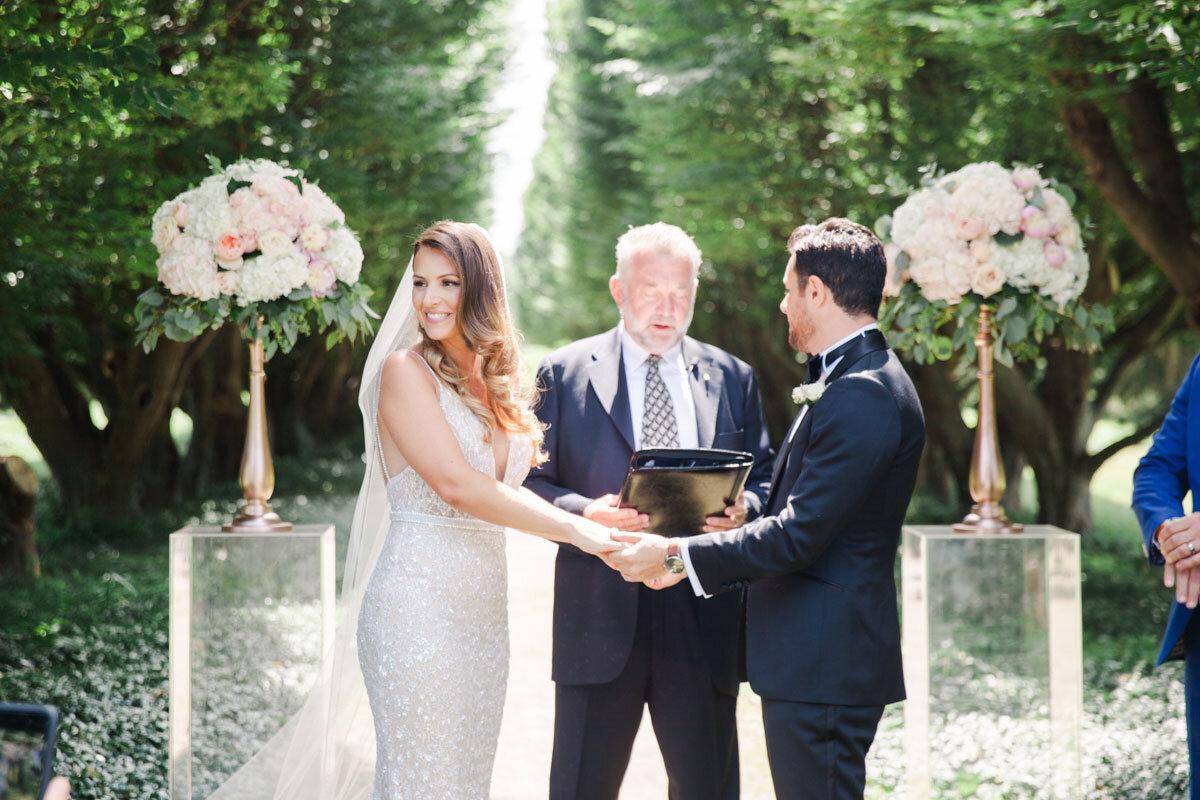 Chateau-des-Charmes-Wedding-Summer-Vineyard-Bride-Niagara-on-the-Lake-photos-by-Gemini-Photography-Ontario-0017.jpg